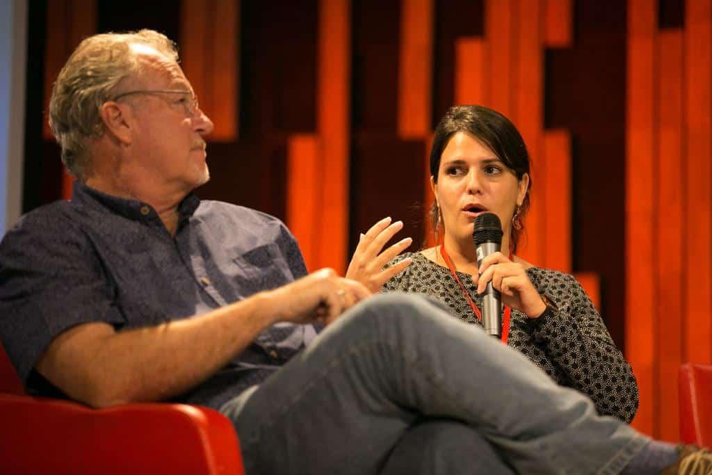 Jon Lee Anderson y Elaine Díaz. en la charla 'Periodismo ambiental: el debate sobre el bien común y el de la mayoría'.Foto: Julián Roldán/FNPI.