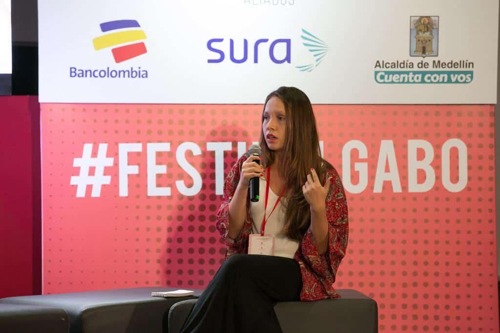 María Laura Chang, finalista del Premio Gabo, en la charla Maratón de las mejores historias de Iberoamérica en la categoría Cobertura. Crédito: David Estrada/FNPI.
