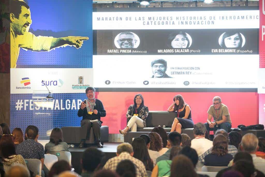 Germán Rey conversa con Milagros Salazar, Eva Belmonte y Rafael Pineda, finalistas del Premio Gabo en la Charla Maratón de las mejores historias de Iberoamérica categoría Innovación. Foto: David Estrada/FNPI.