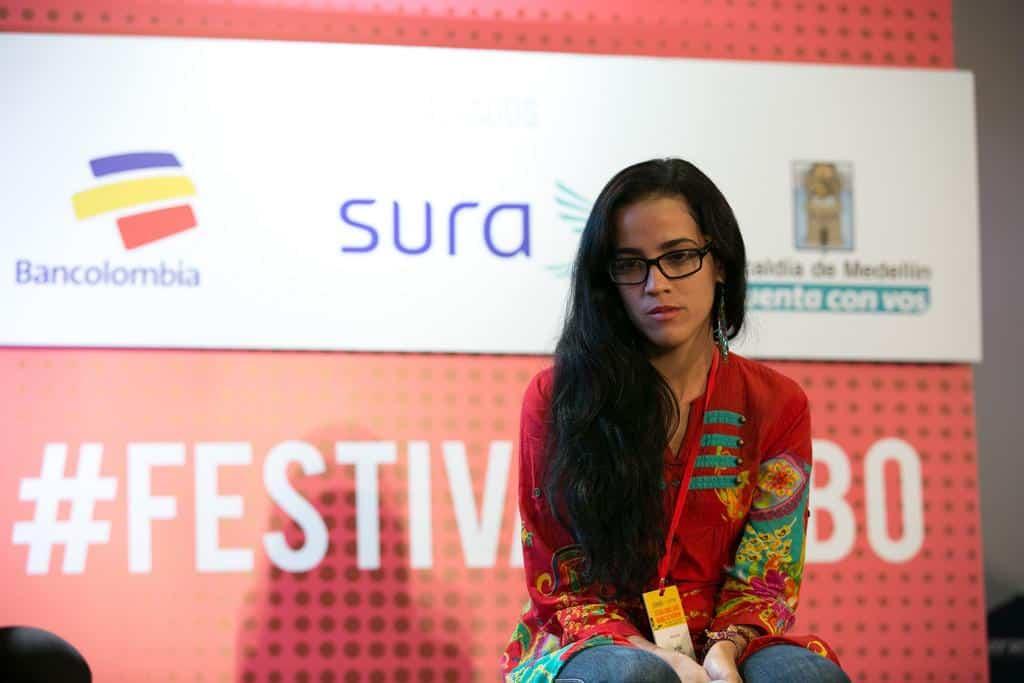 Mónica Baró, finalista del Premio Gabo, en la charla Maraton e las mejores historias en la categoría Texto. Foto: Julián Roldán/FNPI.