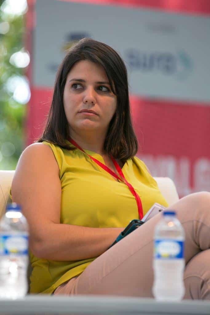 Elaine Díaz en la charla 'Con documentos - sin documentos' (2016). Foto: Julián Roldán/FNPI.