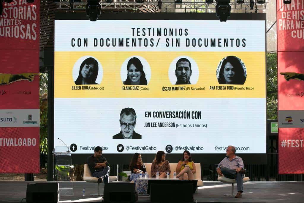 Óscar Martínez, Ana Teresa Toro, Eileen Truax, Elaine Díaz, y Jon Lee Anderson en la charla 'Con documentos - sin documentos (2016). Foto: Julián Roldán/FNPI.
