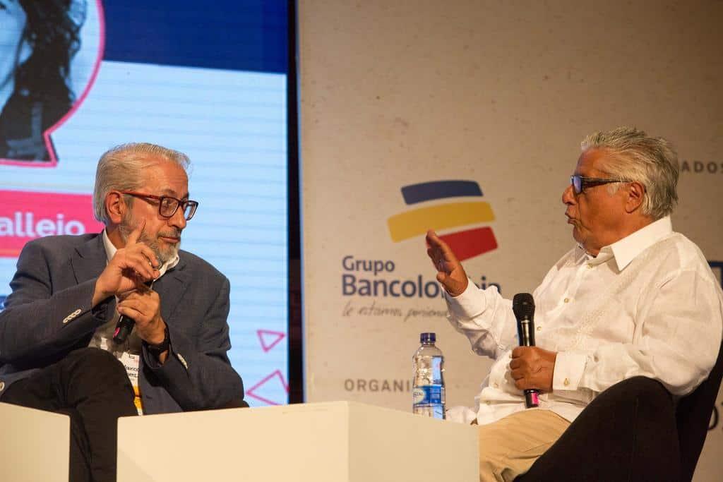 Mauricio Sáenz (Colombia), ganador del Reconocimiento Clemente Manuel Zapata, y Miguel Ángel Bastenier (España). Foto: David Estrada Larrañeta /FNPI
