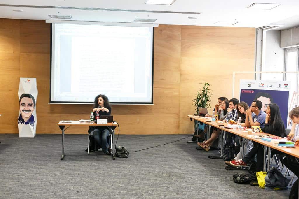 Leila Guerriero en el taller 'Construyendo personas reales: cómo se hace un perfil'. Foto: Julián Roldán/FNPI.