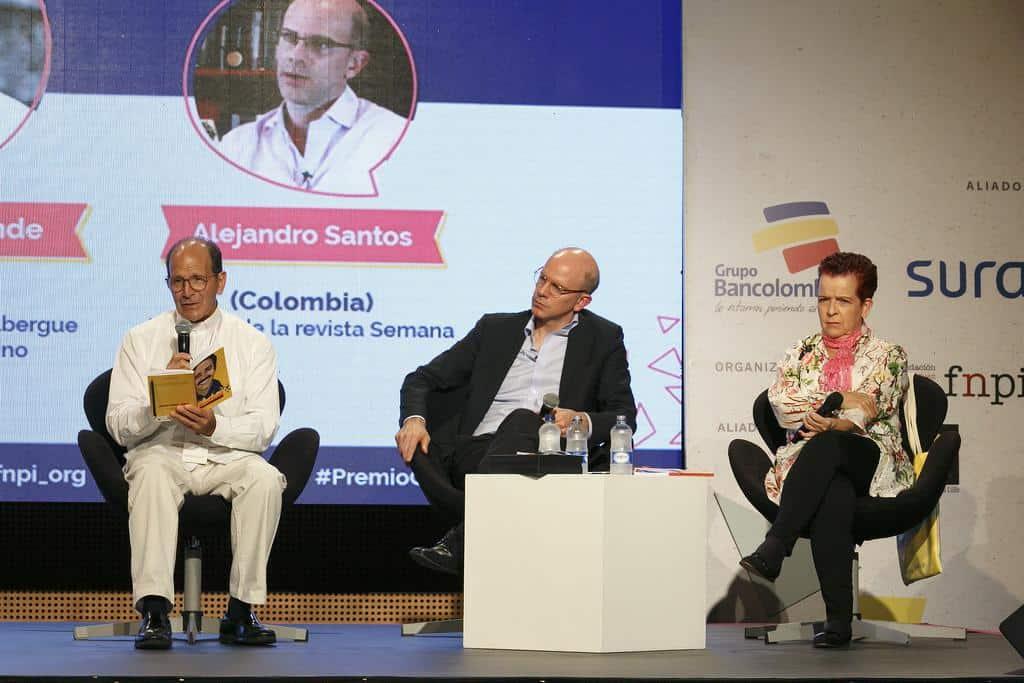 Charla 'Componer entuertos descomunales', con Lucía González (Colombia) y Alejandro Solalinde (México), en conversación con Alejandro Santos (Colombia). Foto: Julián Roldán/FNPI.