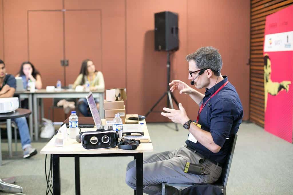 Dan Archer en el taller de Realidad Virtual. Foto: Julián Roldán/FNPI.