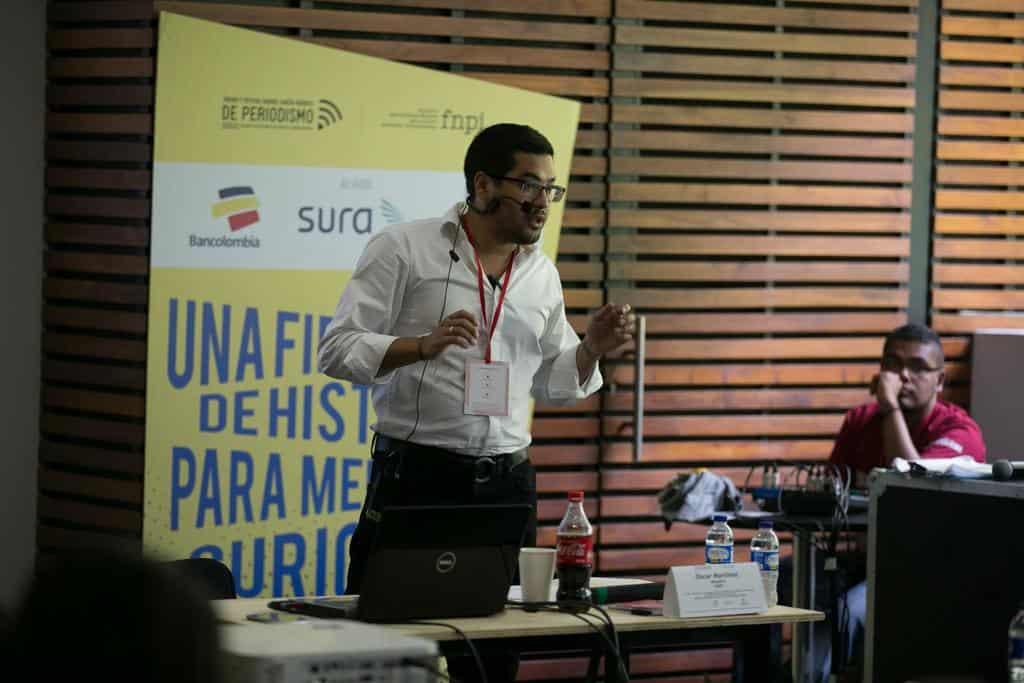 Óscar Martínez. en el taller 'Del terreno a la página'. Foto: Julián Roldán/FNPI.