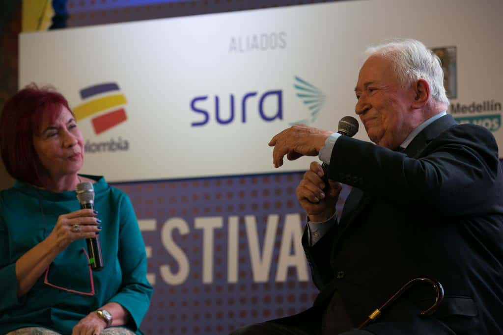 Ana Cristina Navarro y Belisario Betancur en la charla 'Gabo y la paz'. Foto: David Estrada/FNPI.