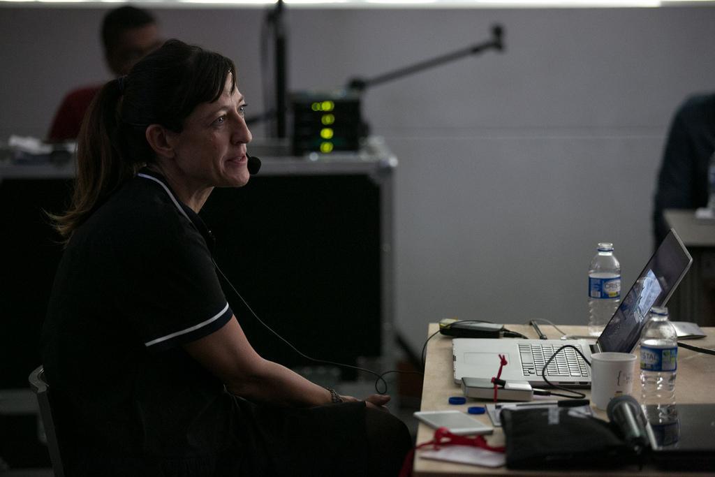 Adriana Zehbrauskas en el taller 'La búsqueda de la visión personal en la fotografía periodística'. Foto: David Estrada/FNPI.