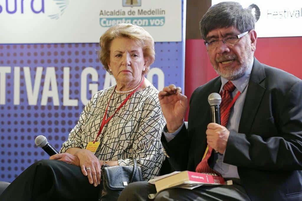 Germán Rey y Ana María Busquets de Cano en la charla 'Recuerdo de Guillermo Cano'. Foto: Julián Roldán/FNPI.