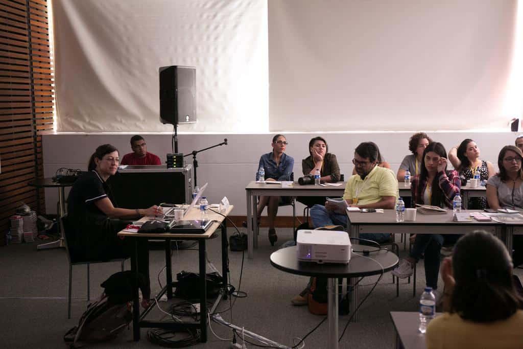 Taller 'La búsqueda de la visión personal en la fotografía periodística' con Adriana Zehbrauskas. Foto: David Estrada/FNPI.