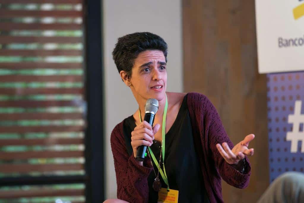 Sylvia Colombo en la charla ¿Cómo pensar el arte, el placer, la belleza y la verdad?'.Foto: David Estrada/FNPI.
