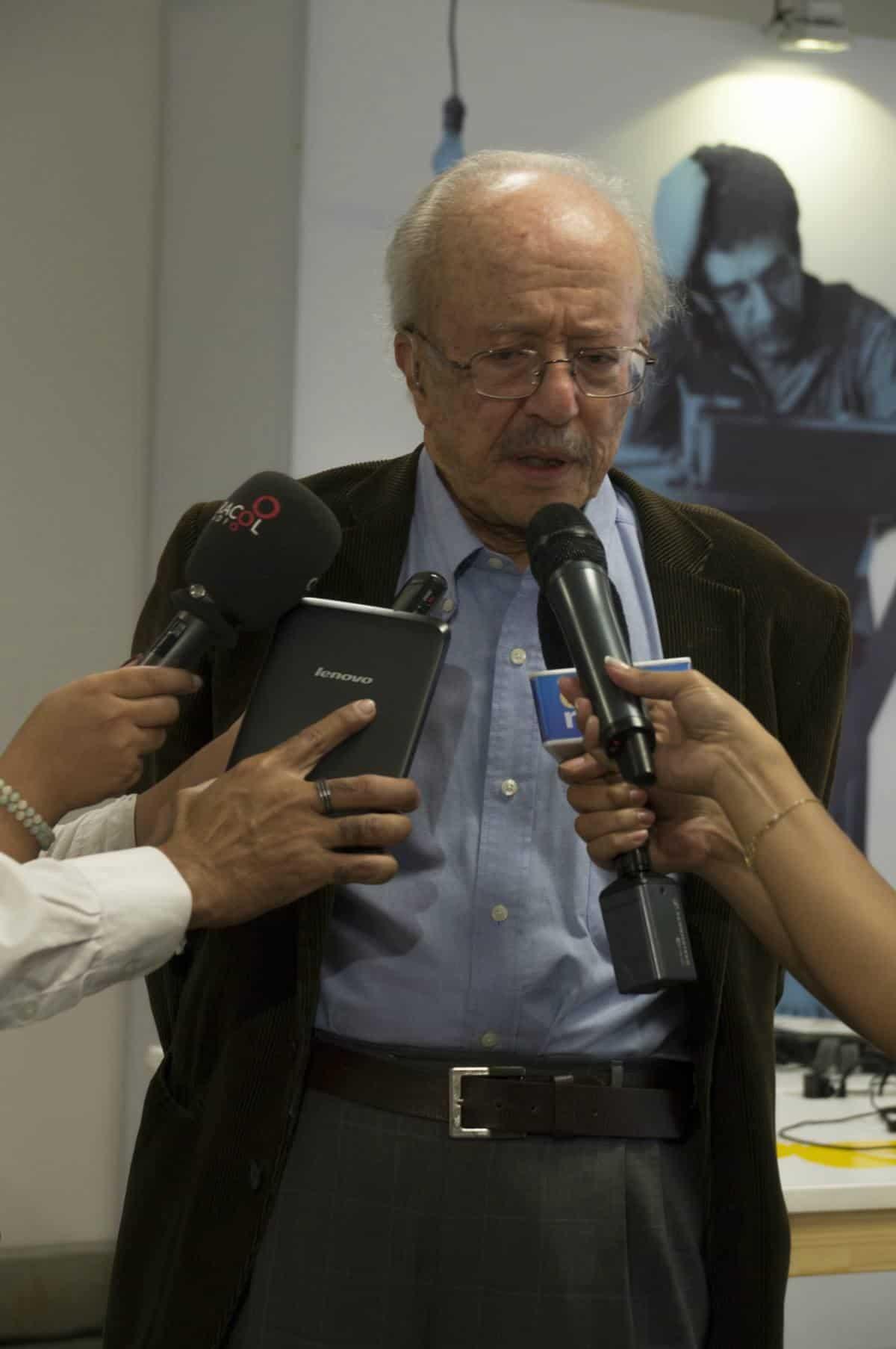 Javier Darío Restrepo. Rueda de prensa con los ganadores de las categorías del Premio. Foto: Isabel Tobón/ FNPI.