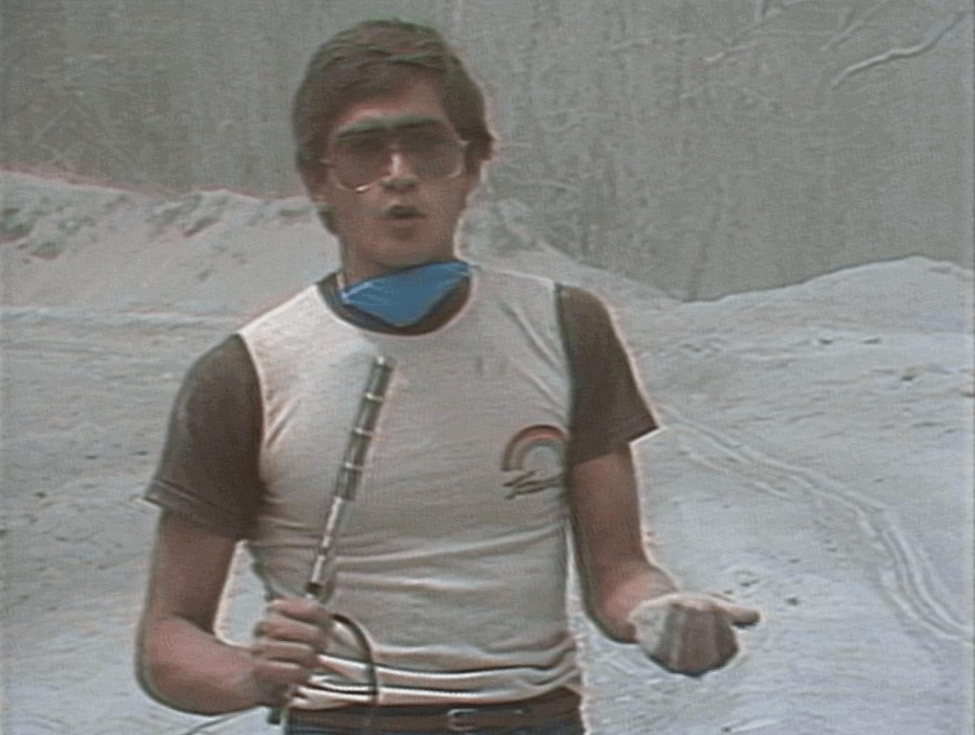 Ramos cubriendo el terremoto de México en 1985. Foto Cortesía de Univision.