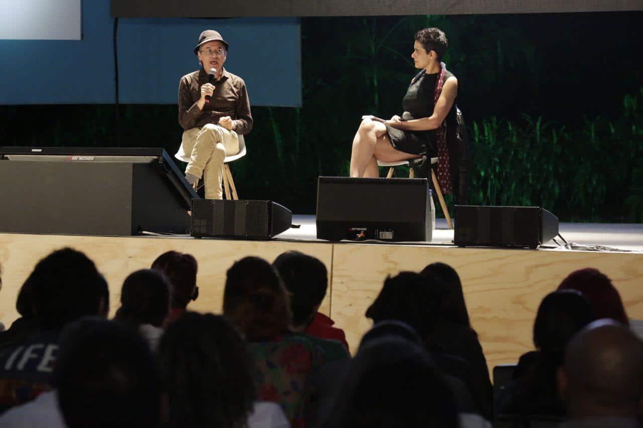 El caricaturista y periodista Joe Sacco (Malta) durante una charla en el último día del Festival Gabo. Foto: Julián Roldán.