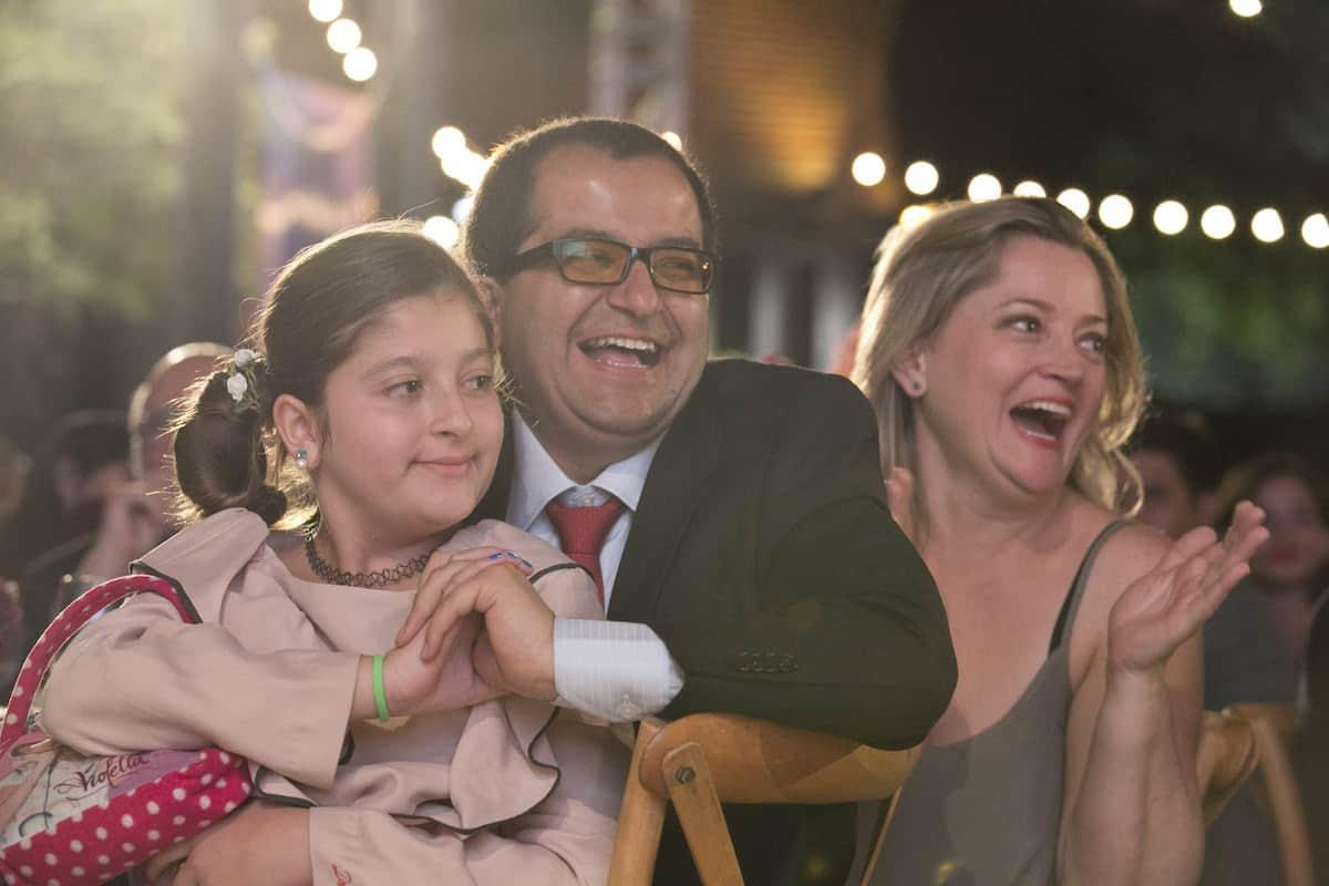 Fernando Ramírez, ganador del Reconocimiento Clemente Manuel Zabala a un editor colombiano ejemplar, con su familia. Foto: Julian Roldan / FNPI