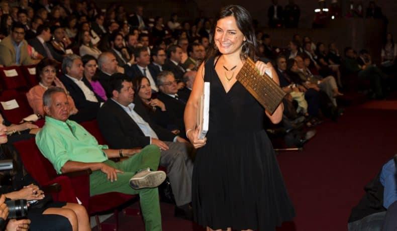 Carolina Guerrero (Estados Unidos), integrante del equipo de 'Radio Ambulante', proyecto ganador del Premio Gabo 2014 en la categoría Innovación, durante la ceremonia de premiación en Medellín. Foto: David Estrada.