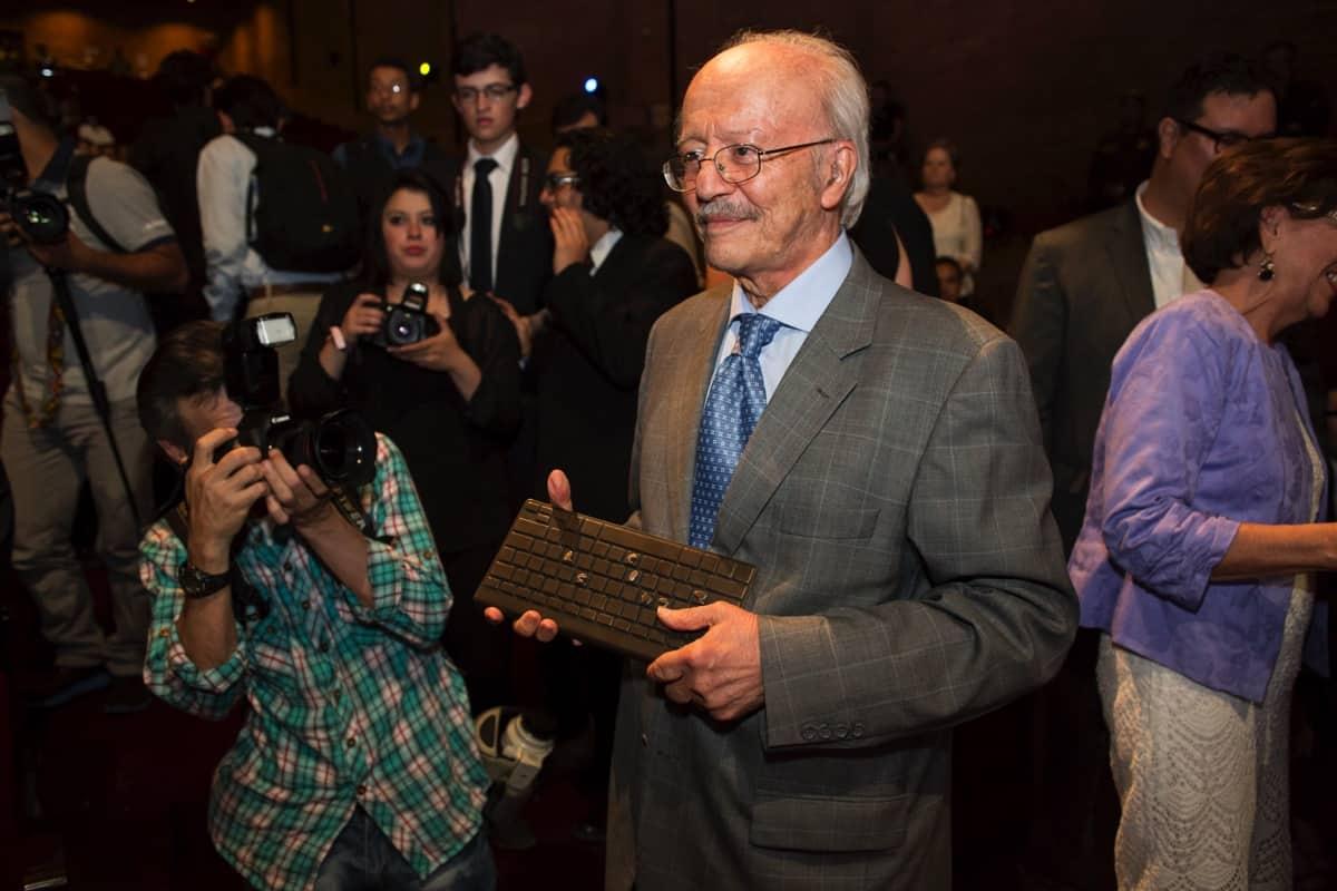 Javier Darío Restrepo (Colombia), ganador del Reconocimiento a la Excelencia Periodística del Premio Gabo 2014, durante la ceremonia de premiación en Medellín. Foto: David Estrada.