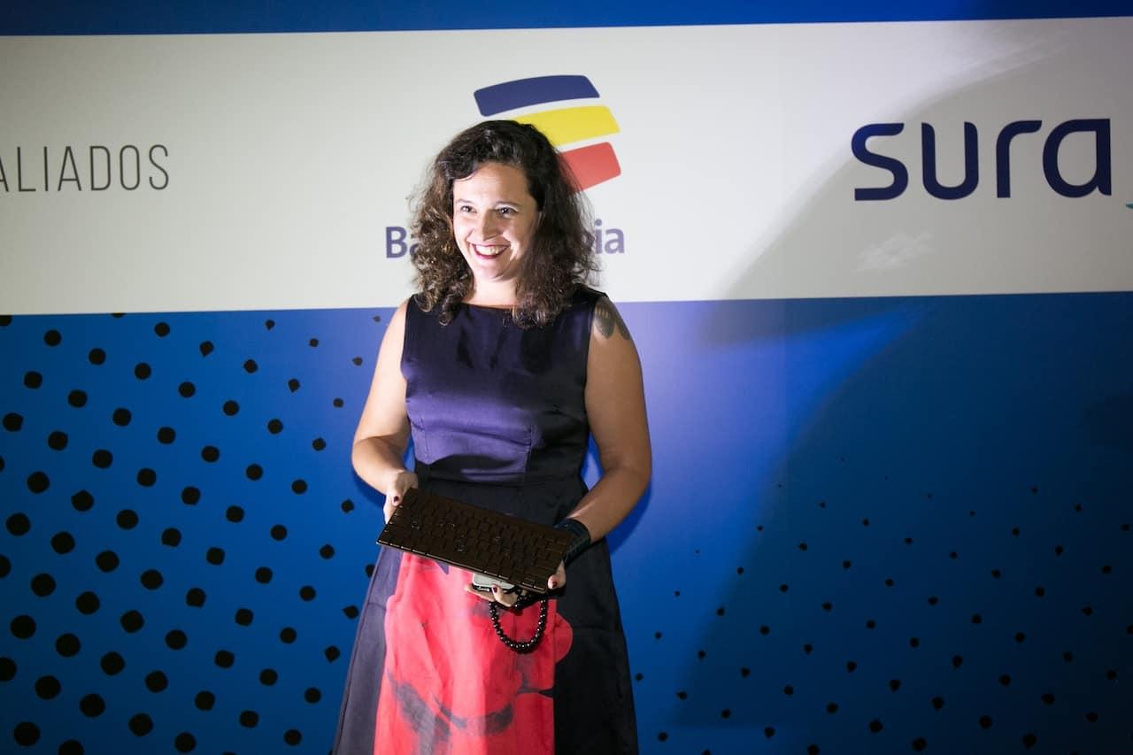 Natalia Viana (Brasil), autora de 'São Gabriel y sus demonios' (El Estornudo), trabajo ganador del Premio Gabo 2016 en la categoría Texto, durante la ceremonia de premiación en Medellín. Foto: David Estrada.