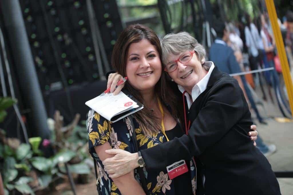 Liza Gross (der.) junto a una de las talleristas del Festival Gabo 2018. Foto: Emmanuel Upegui/FNPI.