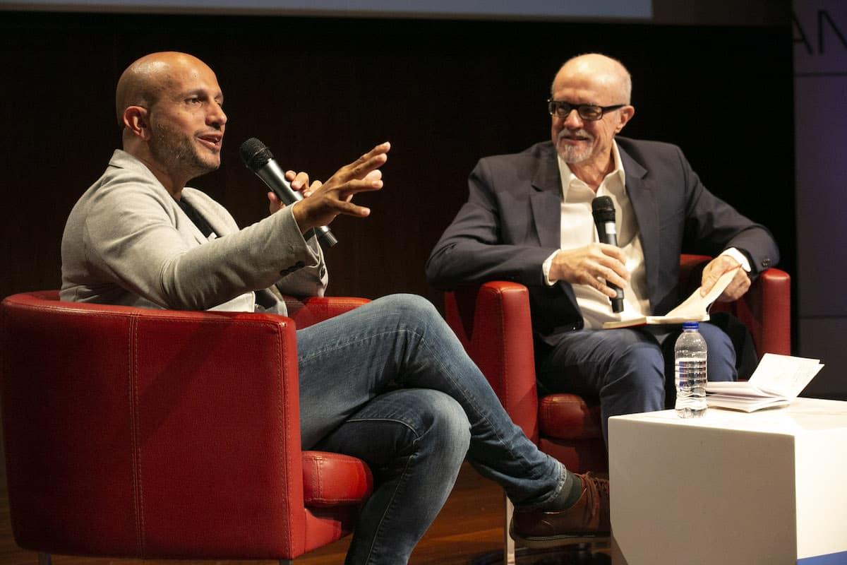 Charla Donde habitan los libros, con Jorge Carrión y Héctor Feliciano.