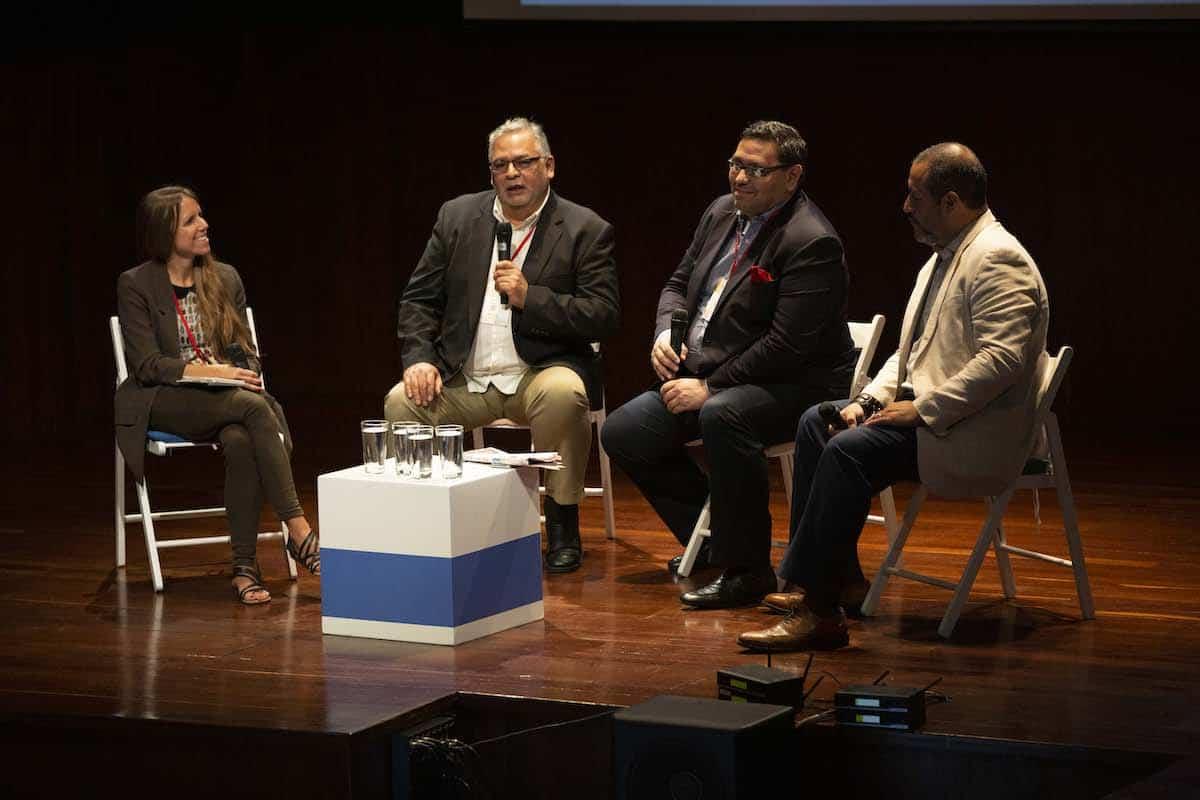 Hugo Balta, Ramón Escobar y Ricardo Sandoval-Palos en conversación con Almudena Toral, durante la charla Las batallas del periodismo hispano en la era Trump.
